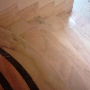 1.1-Ruskicai-márvány-lépcső-400x284