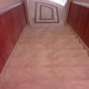 Ruskicai márvány lépcső