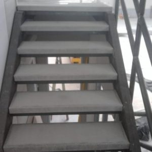 Szürke műkő ipari lépcsőfok
