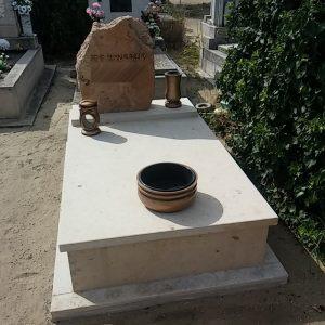 120x220-cm-Travertin-mészkő-síremlék_retus