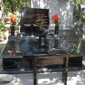 170x220-cm-Indiai-fekete-gránit-síremlék-1_retus