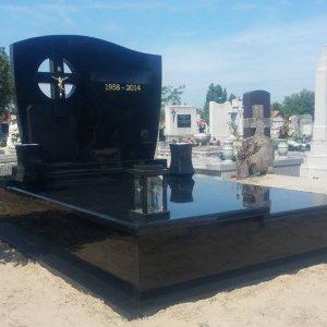 170x220-cm-Indiai-fekete-gránit-síremlék-4_retus
