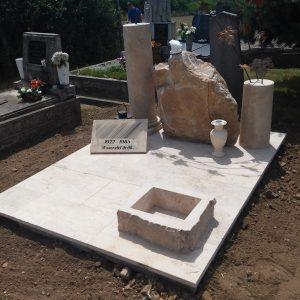 180x220-cm-süttői-mészkő-síremlék-3_retus