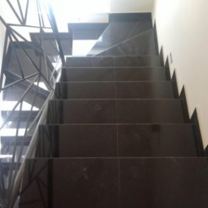 2.-Indiai-fekete-gránit-lépcsőház-400x284