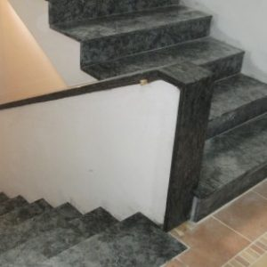 6.2-Olive-Green-gránit-lépcsőház-400x284