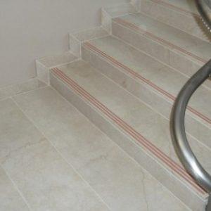 Crema Marfil márvány lépcső