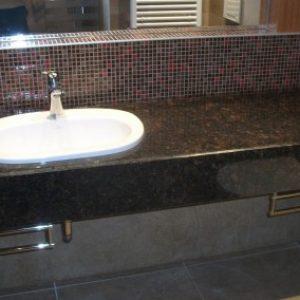 8.-Tan-Brown-Gránit-közösségi-mosdópult-400x284