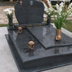 Kobra gránit kripta családi sírbolt