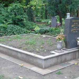 Mountain Brown gránit kripta családi sírbolt