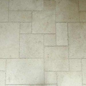 Római sprengelt mészkő padlóburkolat
