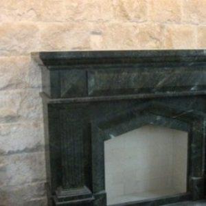 Sprenelt kő kandalló