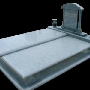 Szintelolt fedlapos síremlék oszlopos fejkő