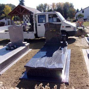 Bahama Blue gránit síremlék