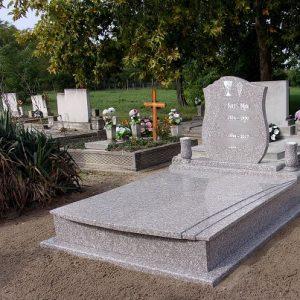 Mountain Brown gránit síremlék
