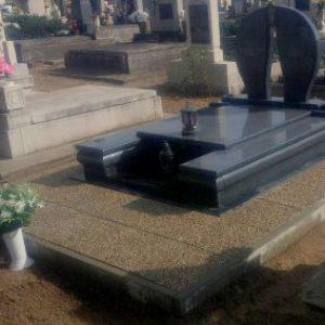 Kobra gránit síremlék